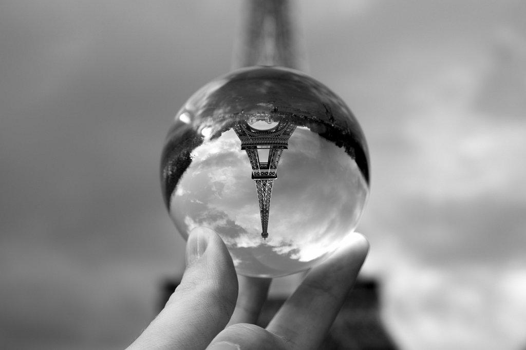 The Eiffel tower at my fingertips